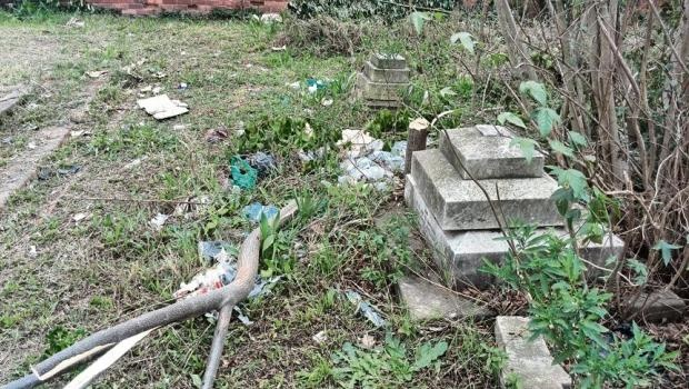 'Let's clean up PMB's oldest cemetery'